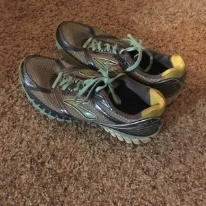 Brooks running shoes. Size 10.
